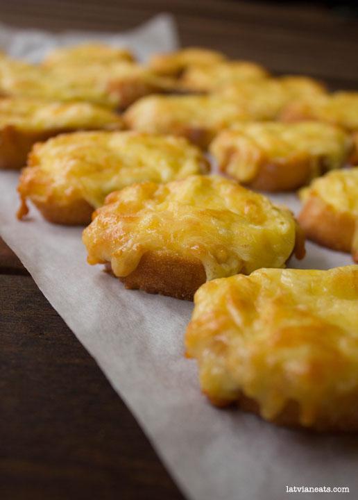 Baked cheese toasties