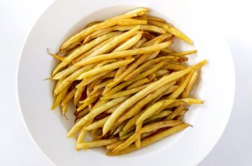 Wax beans (butter beans) on a white plate